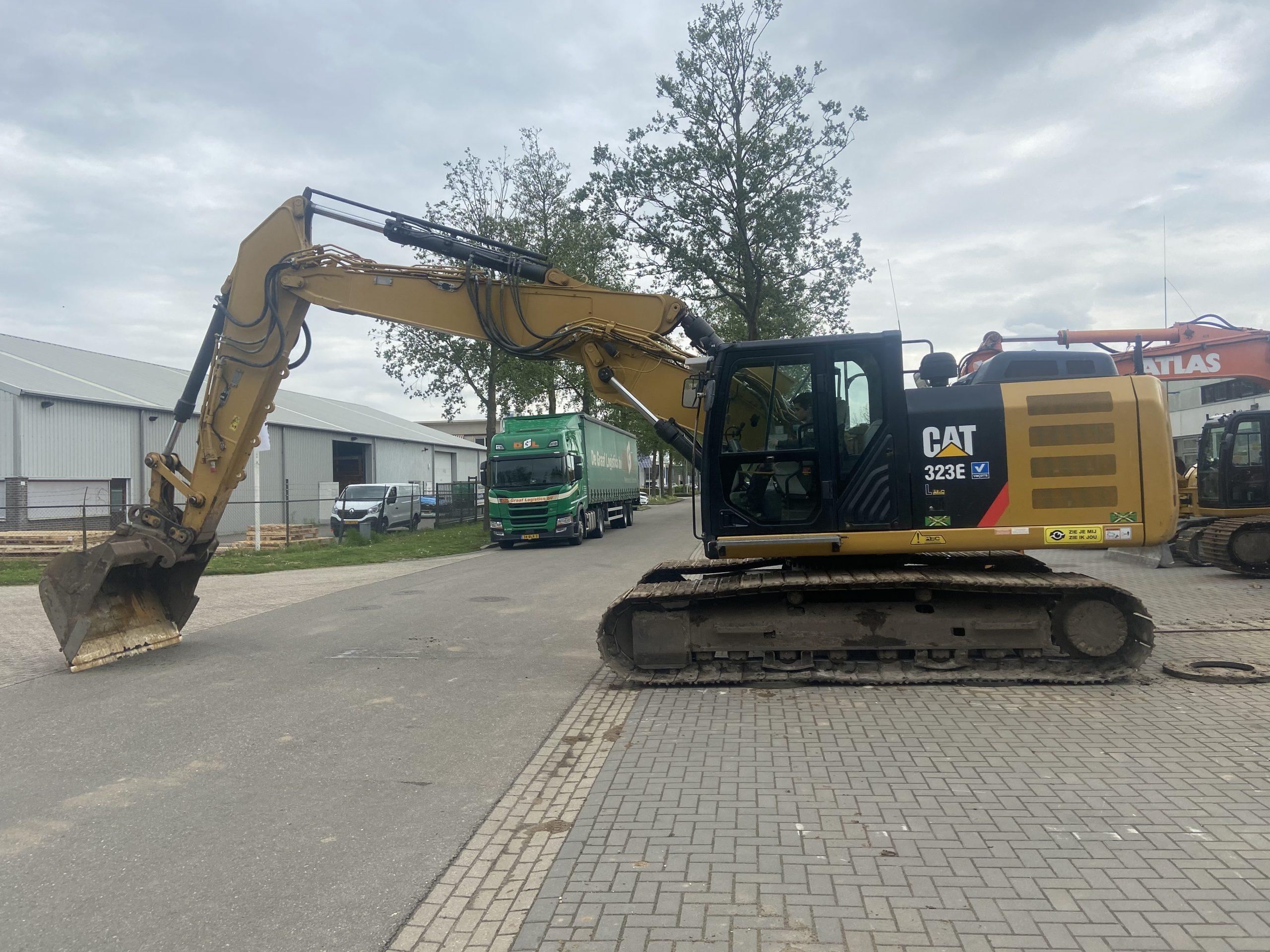Caterpillar 323 E L VA