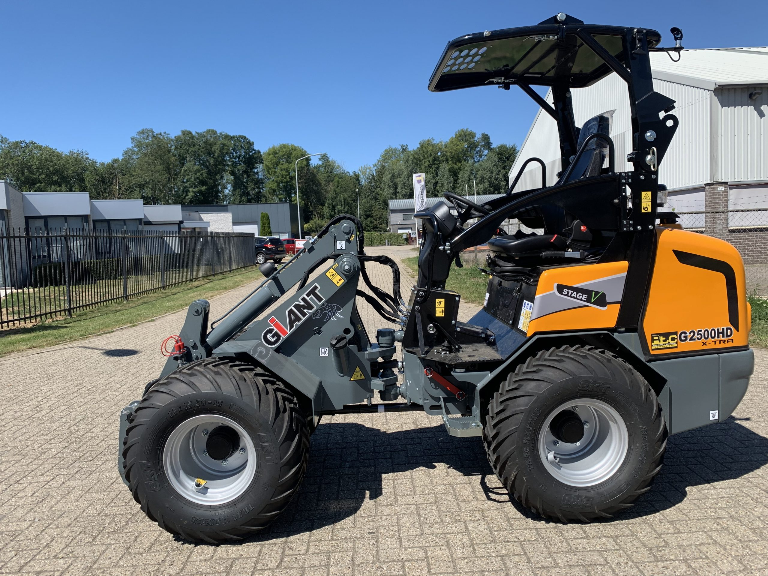 Giant G2500HD x tra Stage V